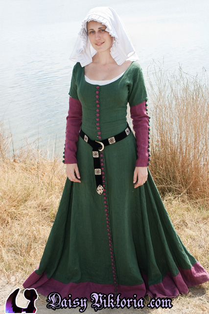 Early 15th Century Cotehardie – Faerie Queen Costuming